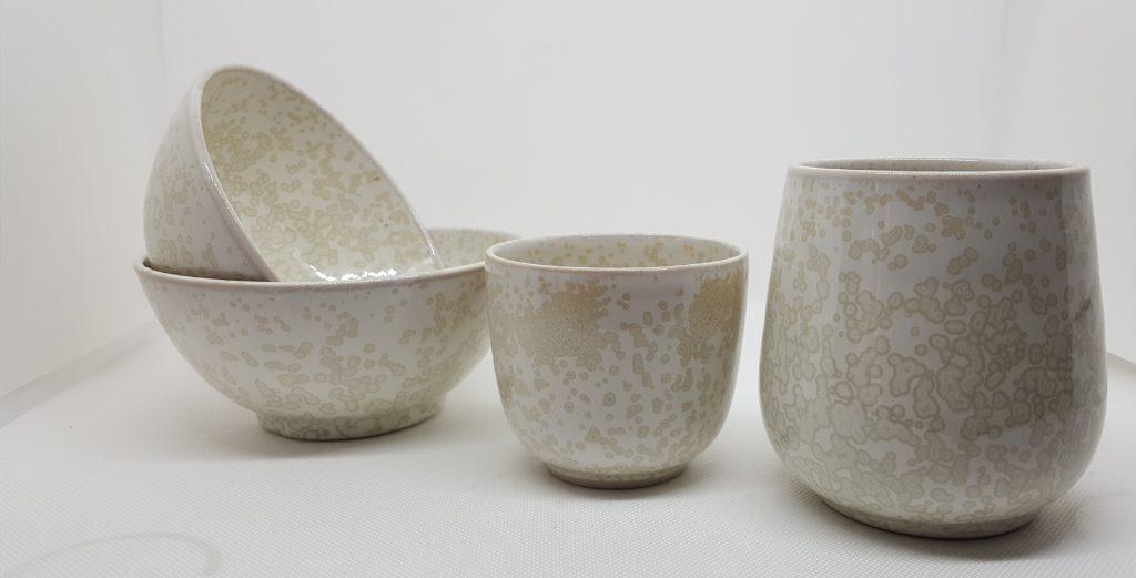 céramique en grès émaillé. Tasse à thé, tasse à café, bols